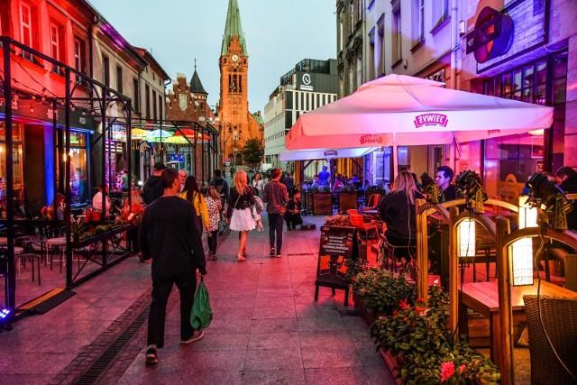 Przedstawiamy zestawienie najlepiej ocenianych knajpek w Bydgoszczy. Te lokale są najbardziej polecane przez użytkowników Google.