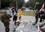 Dzień Pamięci Ofiar Zbrodni Katyńskiej. Przed Krzyżem Katyńskim złożono kwiaty