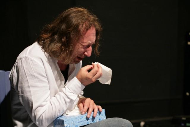 """Anat Gov, """"Boże mój!"""", reżyseria Marek Brand. Na zdjęciu: Jacek Majok podczas  próby"""