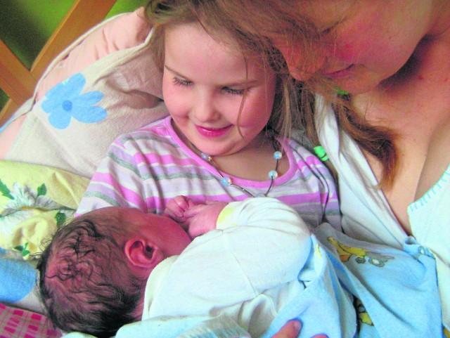 Karina Paczkowska z Żywca urodziła w domu dwoje dzieci. Ona sama i jej brat też przyszli na świat w domowych pieleszach.  - To był świadomy wybór, zarówno mojej mamy lekarki, jak i mój - twierdzi