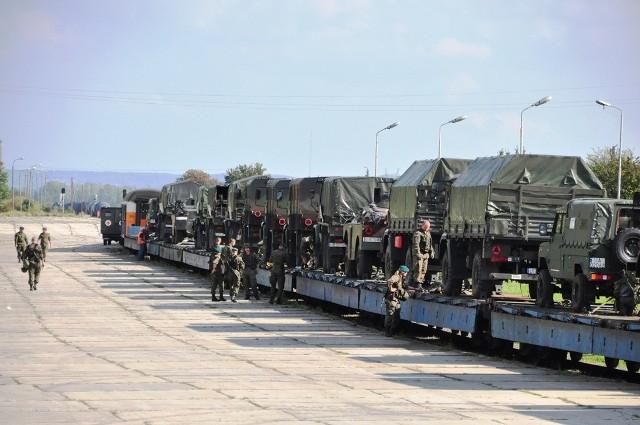 12 batalion dowodzenia Ułanów Podolskich wyruszył transportem na poligon do Orzysza oddalonego od Szczecina o ok. 750 km. W szkoleniu poligonowym będzie brało udział ponad 250 żołnierzy oraz kilkadziesiąt jednostek sprzętu wojskowego.