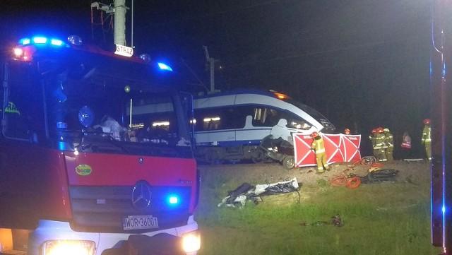 Uścianek Wielki. Wypadek śmiertelny na przejeździe kolejowym. Ofiarą jest 35-letnia kobieta kierująca BMW