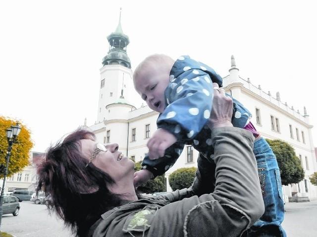 - W Krężołach nie mamy placu zabaw, no i przychodzę z wnuczką do Sulechowa - mówi Grażyna Pętlewska