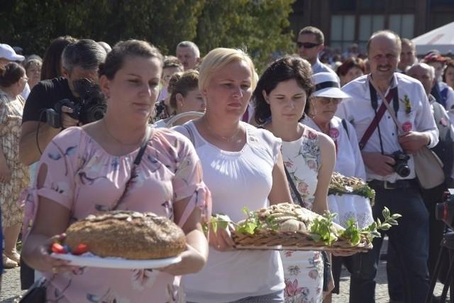 Chleb niesiemy, chleb. Tak samo będzie na sobotnich dożynkach gminnych w Tucholi