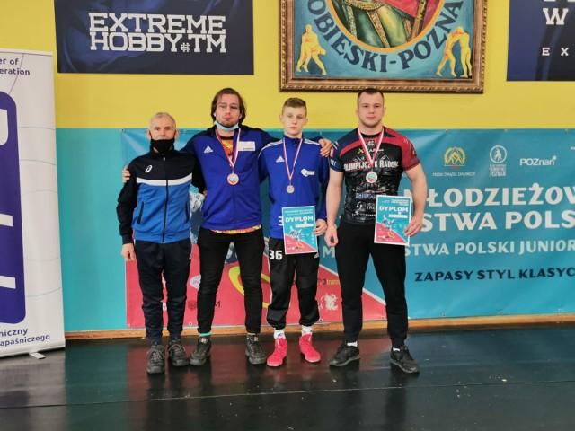 W Poznaniu odbyły się Młodzieżowe Mistrzostwa Polski (do lat 23) w zapasach w stylu klasycznym. Zapaśniczy Klub Sportowy Miastko reprezentował Paweł Zabłocki, który wywalczył brązowy medal w kategorii wagowej do 87 kg.