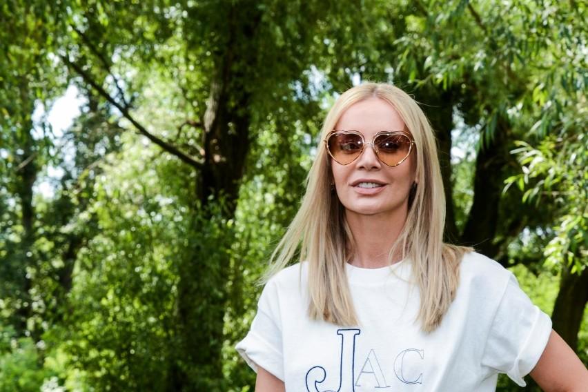 Agnieszka Woźniak-Starak wraz z gromadką psów przeniosła się...