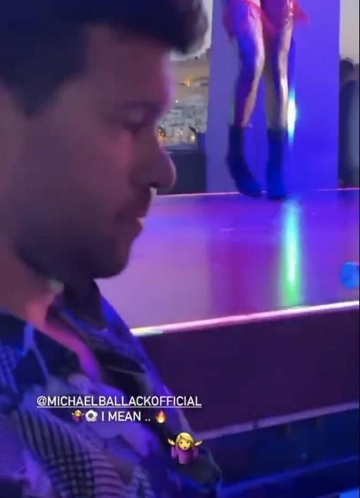 Finał LM: Tancerki w skąpych strojach? Były gracz Chelsea nie odwracał wzroku od finału