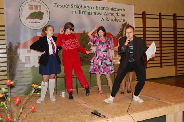 Uczniowie z  Gimnazjum nr 1 w Koronowie przygotowali kilka prezentacji. To jedna ze scenek