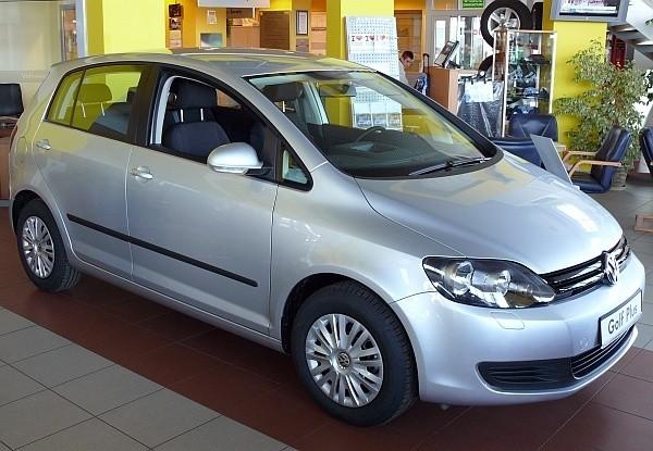"""Volkswagen golf plus jest oczywiście niemal identyczny jak """"zwykła"""" wersja tego modelu. Jest jednak wyższy, ma też pojemniejszy bagażnik."""