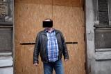 Czyściciel kamienic Piotr Ś. ponownie skazany na więzienie. Tym razem na pół roku za oszustwo seniorki. Znów nie pojawił się na rozprawie