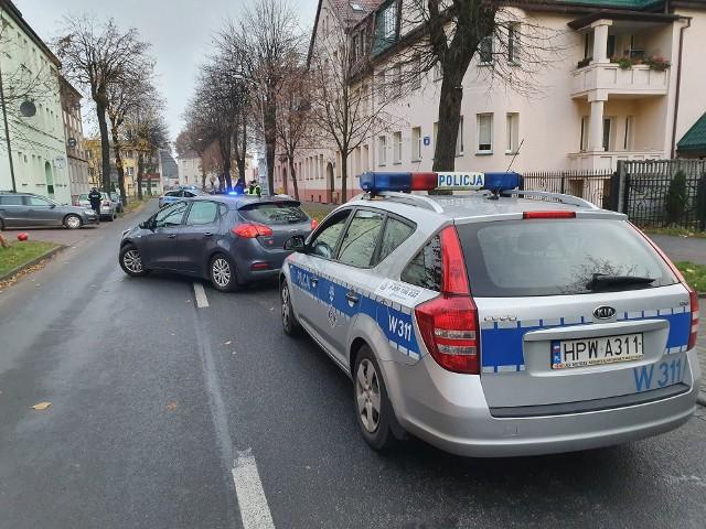 W poniedziałek kilka minut przed godz 7 na ul. Lipowej w Białogardzie doszło do zdarzenia drogowego. 62-letni mężczyzna kierujący jednośladem z lekkimi obrażeniami ciała trafił do szpitala w Białogardzie. Policjanci ustalają okoliczności tego zdarzenia.zobacz także: Koszalin: Dofinansowanie dla Państwowej Straży Pożarnej w Koszalinie i OSP w regionie koszalińskim