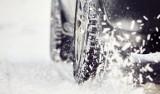Opony zimowe, ciśnienie w oponach, zamienniki opon - wszystko co musisz wiedzieć, żeby zimą czuć się bezpiecznie na drodze