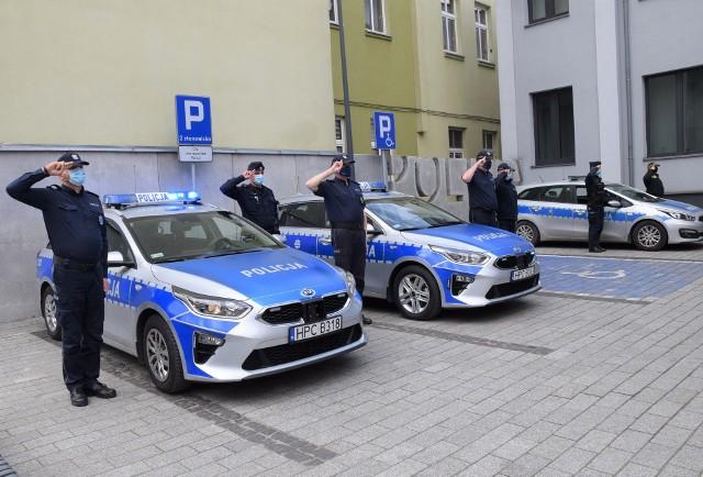 Policjanci i przedstawiciele Straży Miejskiej z Inowrocławia uczcili funkcjonariusza z Raciborza, który został zastrzelony w miniony wtorek, 4 maja, podczas pełnienia służby
