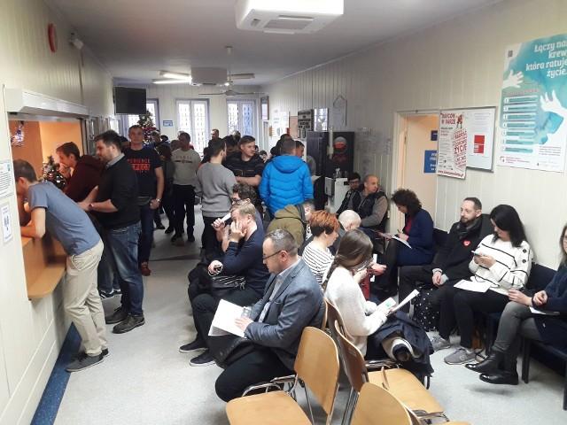 W Regionalnym Centrum Krwiodawstwa i Krwiolecznictwa w Gdańsku w poniedziałek 14.01.2019 r. od rana ustawiają się kolejki chętnych do oddania krwi