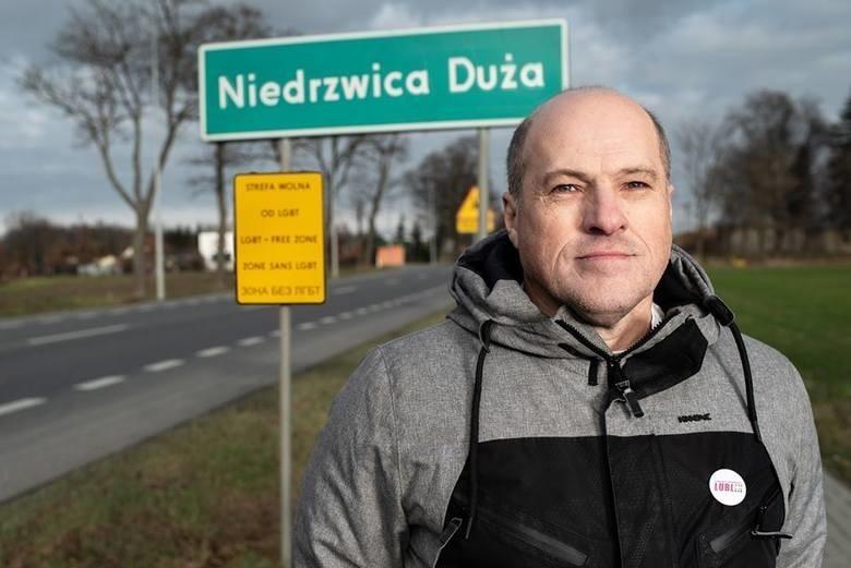 Takie zdjęcia to akcja, w ramach której Bartosz Staszewski walczył z samorządowymi uchwałami anty-LGBT