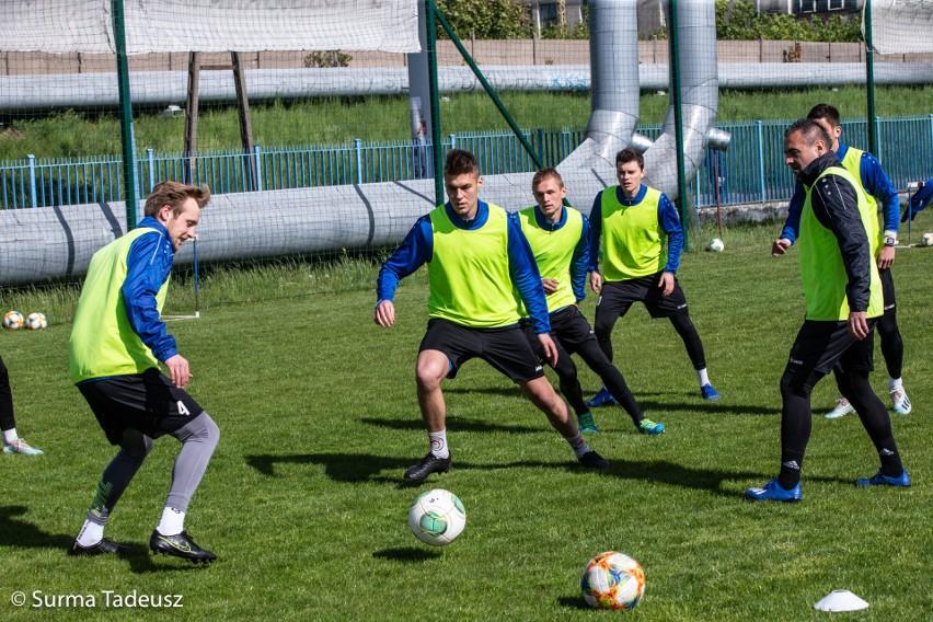 Błękitni Stargard odliczają już dni do wznowienia rozgrywek w II lidze. W pierwszym zmierzą się z Resovią na jej terenie.