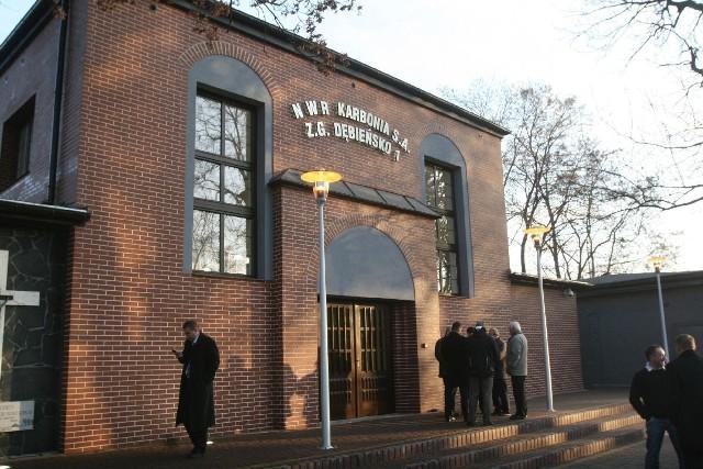 """Kopalnię Dębieńsko w 2000 roku zamknięto, a w 2011 roku zorganizowano Barbórkę i uroczystości """"reaktywacji"""" kopalni"""