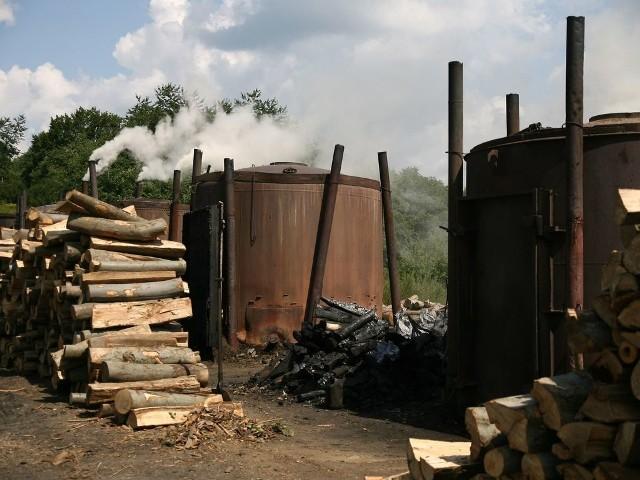 Coraz mniej wypala się węgla drzewnego w Bieszczadach, retorty zabija import z Ukrainy, a nawet z Chin.