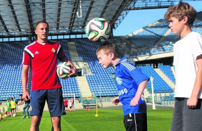 Boisko na stadionie Wisły Kraków zapełniło się wczoraj dziećmi
