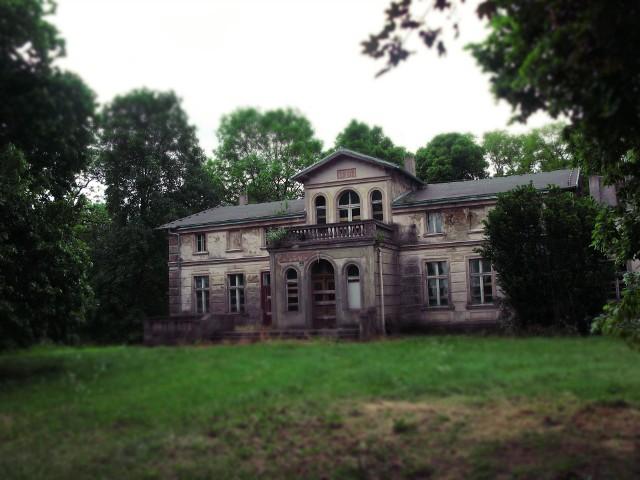 Zdjęcie dworu w Marcinkowie Dolnym z 2006 toku.
