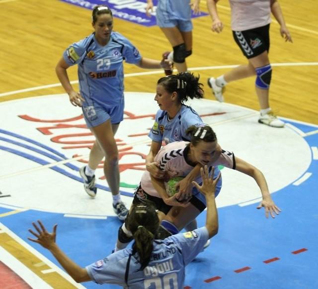 W pierwszym meczu w Gryfii było 20:20.