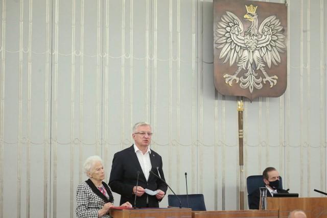 W Senacie jednomyślnie została przyjęta uchwała w sprawie uczczenia 65. rocznicy Poznańskiego Czerwca '56. Senat oddał hołd wszystkim protestującym oraz wyraził uznanie dla tych, którzy pielęgnują pamięć o zrywie poznańskich robotników przeciw komunistycznej władzy.
