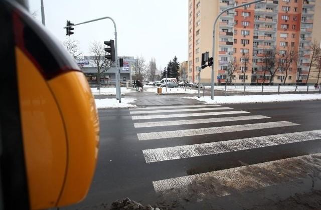 Eksperyment z zielonym światłem dla pieszych na ul. Retkińskiej udał się.Drogowcy typują inne przejścia, gdzie wprowadzą podobne rozwiązanie.