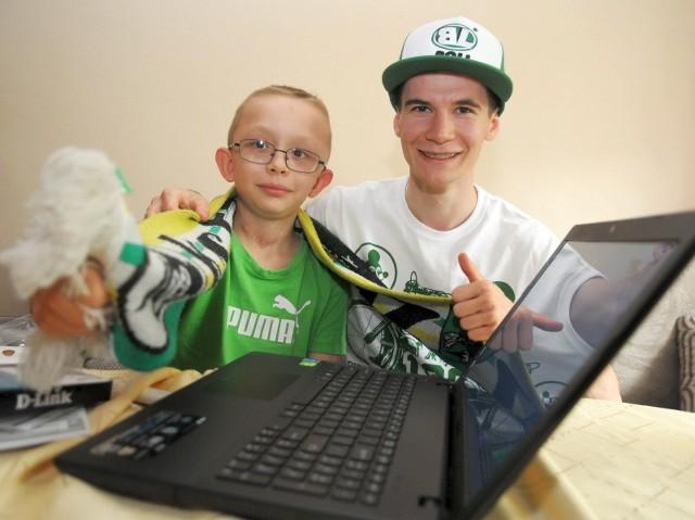 Dziewięcioletni Pawełek oraz jego największy idol - Patryk Dudek, zawodnik SPAR-u Falubaz. Jak się okazało, obydwaj panowie są sąsiadami i łączą ich te same zainteresowania.