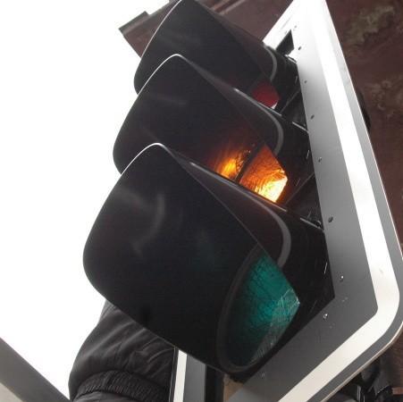 Wielu internautów prosi władze miasta o zamontowanie sygnalizacji świetlnej na feralnym skrzyżowaniu.