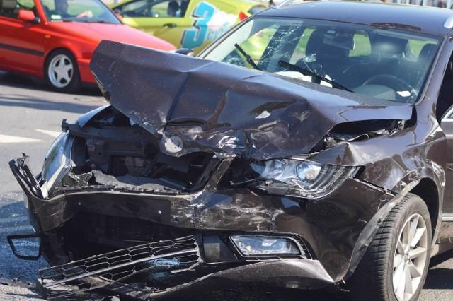 Żaden z kierowców nie przyznał się do winy. Sprawcę kolizji wskaże sąd.