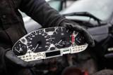 Kary za cofanie liczników samochodowych przesądzone. Stosowne zmiany w prawie czekają już tylko na podpis prezydenta