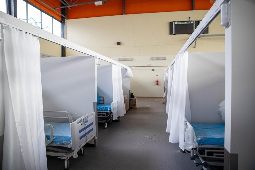 Otwarcie szpitala tymczasowego na hali UMB.