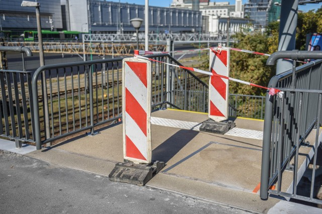 Remont schodów na moście Dworcowym trwa - trzeba liczyć się z utrudnieniami w ruchu pieszych