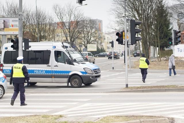 Akcja antyterrorystów w Poznaniu: Inflancka zamknięta. Mieszkańcy ewakuowani. Policja milczy