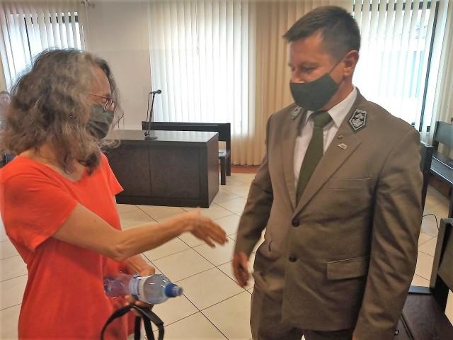Małgorzata Grabowska-Snarska, reprezentująca Stowarzyszenie Okolica i Wojciech Świtecki, nadleśniczy Nadleśnictwa Dojlidy, opuszczali zadowoleni salę sądową