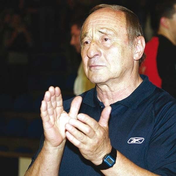 Po meczu trener Wojciech Ostrowski bił brawo swoim zawodnikom, ale nie miał powodów do radości.