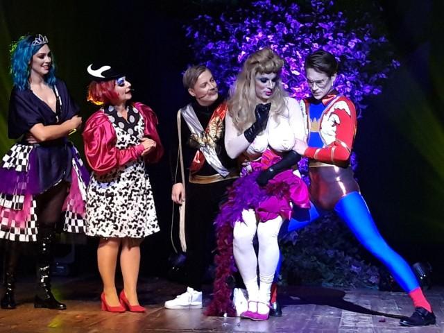 """Kabaret """"Pożar w Burdelu"""" świetnie bawił festiwalową publiczność podczas blisko dwugodzinnego widowiska."""