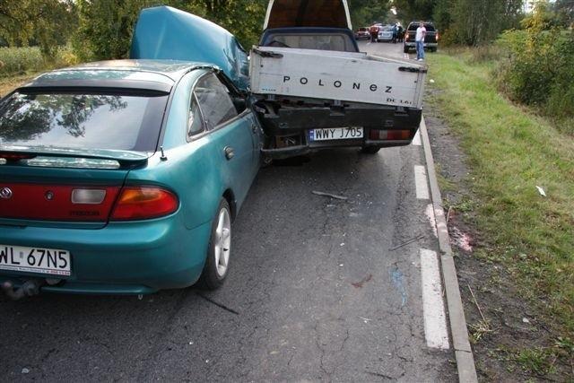 Mazda najpierw odbiła się od nissana a potem uderzyła w poloneza. Ten potrącił rowerzystę