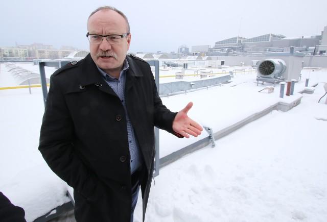 Grzegorz Czekaj, dyrektor Galerii Echo, dokłada wszelkich starań, by zadbać o bezpieczeństwo klientów - również zimą. Jak zapewnia, nie ma obaw, ponieważ ciężar śniegu na dachu obiektu nie przekroczył dopuszczalnych norm.