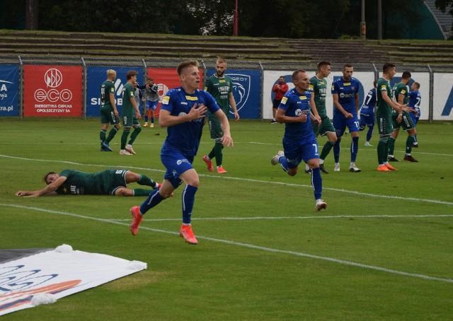 Do trzech razy sztuka. Piłkarze Odry doczekali się wygranej u siebie, po wcześniejszych porażkach z Miedzą Legnica (1-4) i Sandecją Nowy Sącz (1-2).