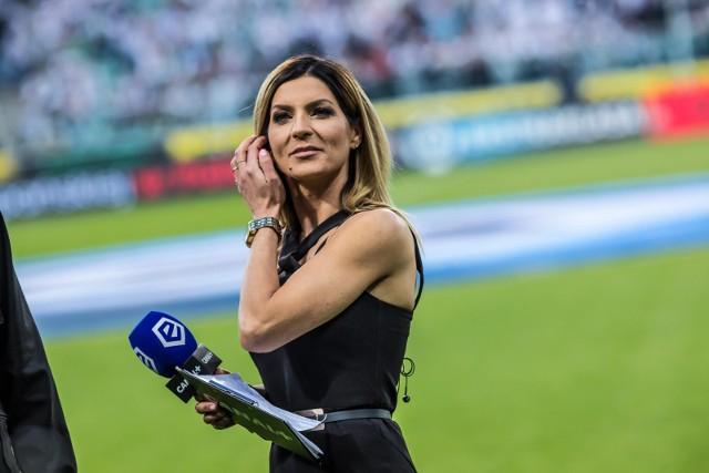 Piłka nożna wielu wydaje się typowo męską domeną. Nic bardziej mylnego, bo doskonale radzą sobie w niej także kobiety. Przedstawicielki płci pięknej znajdziemy zarówno na stanowiskach prezesów, na boiskach czy w studiach telewizyjnych. Oto najbardziej znane kobiety polskiej piłki nożnej!PRZEJDŹ DO ZESTAWIENIA >>>