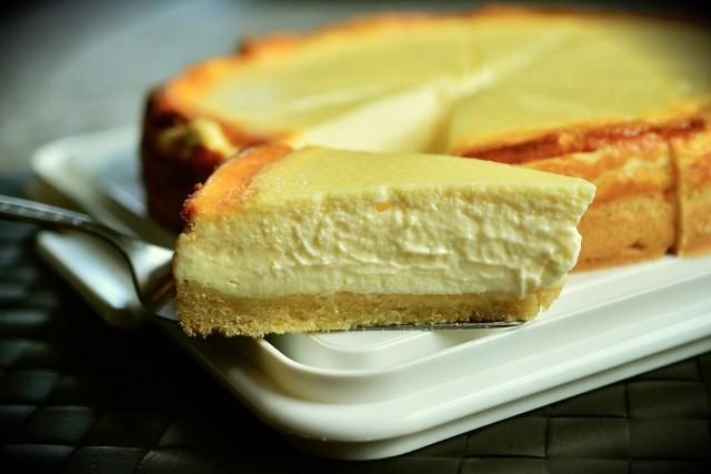 Sernik to łatwe i pyszne ciasto. Zobaczcie przepisy na serniki.
