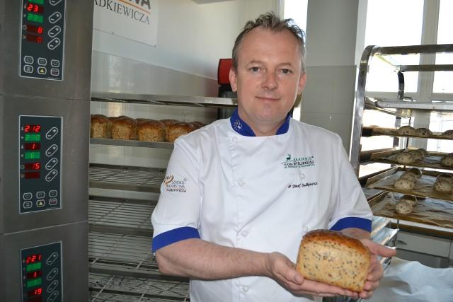 Dr Józef Sadkiewicz dziennie piecze tylko 200 chlebów. Codziennie inny.