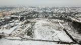 Budowa Kampusu Głównego Urzędu Miar w Kielcach ruszyła z kopyta. Wjechały maszyny, lada dzień pojawią się dźwigi [ZDJĘCIA Z DRONA]