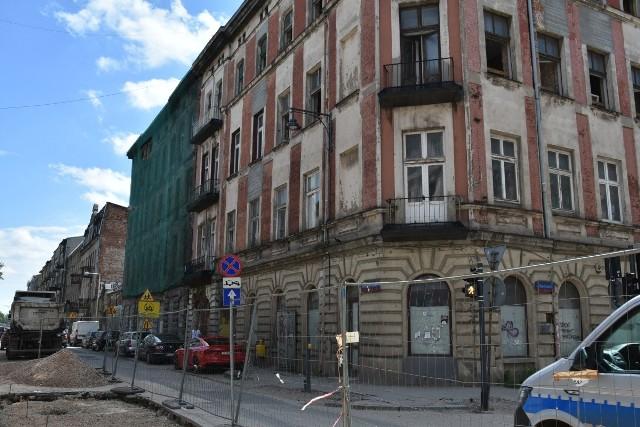 Remontowane będą trzy sąsiadujące ze sobą kamienice przy ul. Rewolucji 1905 r. - 13, 15 i 17.