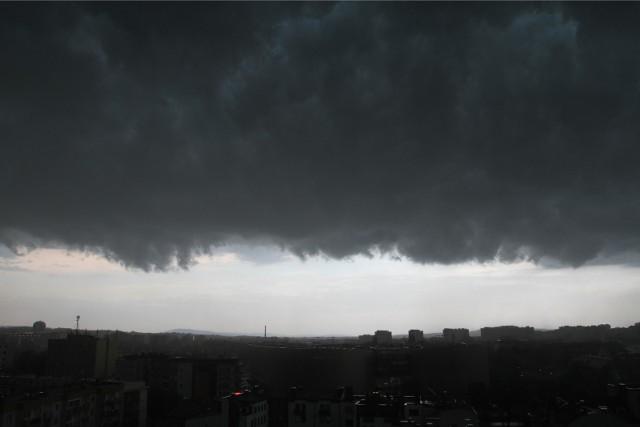 W czwartek, 24.06. niebo nad Kujawami i Pomorzem będzie pochmurne. Można spodziewać się burz, opadów deszczu oraz miejscami gradu.