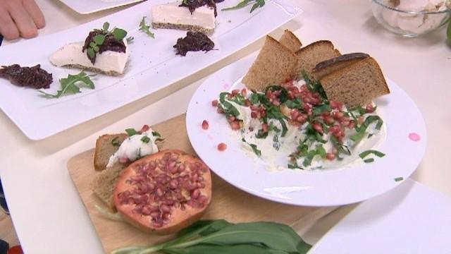 Smaczne wariacje - potrawy z koziego sera (WIDEO)Kozi ser ma charakterystyczny zapach i smak. Zachęcamy do wykorzystania go w naszej kuchni.