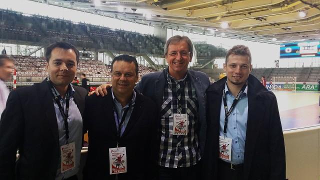 Od lewej: Maciej Łabuń, Hiszpan Tono Huelin (delegat EHF), Słowak Vladimir Rancik (pracownik biura EHF, były sędzia międzynarodowy), oraz Jakub Jerlecki.