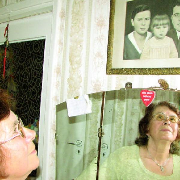 To jedyne zdjęcie Elżbiety Gregorich z obojgiem rodziców