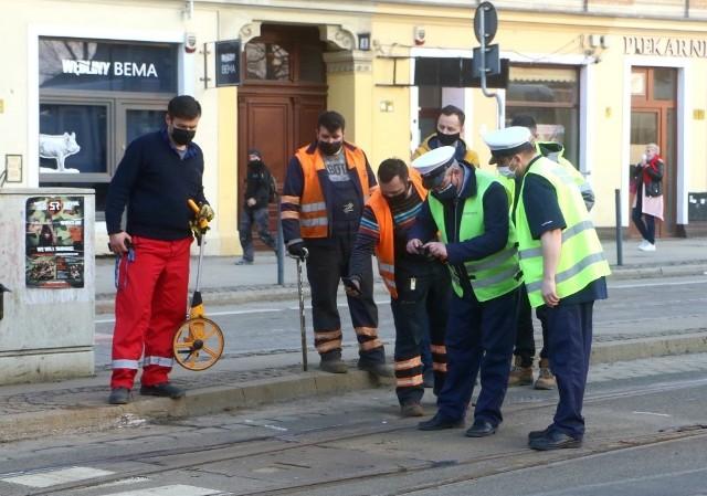 Według tego co udało się  ustalić naszemu reporterowi, na placu Bema doszło do wykolejenia tramwaju wjeżdżającego na plac od strony mostów Młyńskich